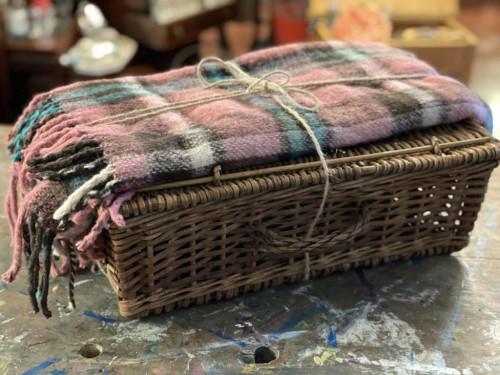 Picnic Hamper with Blanket/Rug