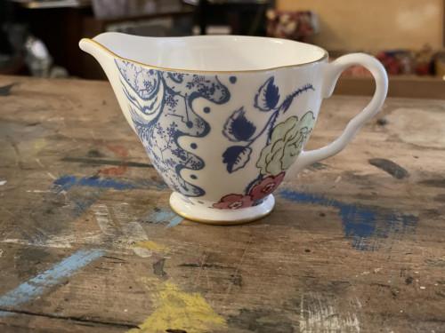 wedgewood milk jug and sugar bowl