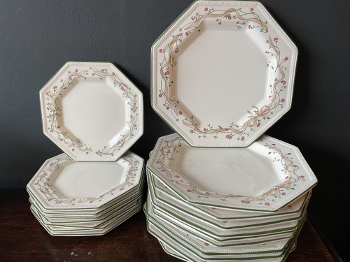 Johnson Brothers Dishes  19 Pieces