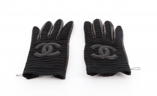 Chanel black leather and embordery gloves