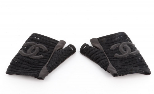Chanel black leather and embordery half hand gloves