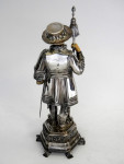 GERMAN SOLID SILVER BEEFEATER / YEOMAN WARDER STATUE / FIGURE / MODEL c. 1920 MULLER