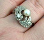 VINTAGE WHITE GOLD, DIAMOND AND PEARL RING c. 1960
