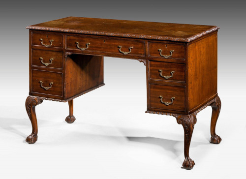 Early 20th Century Chippendale Design Mahogany Writing Table