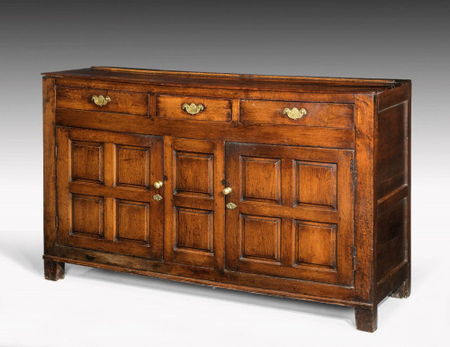 Late 18th Century Oak Dresser Base with Three Drawers to the Top