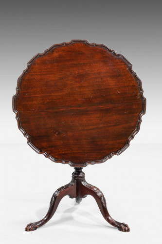 Chippendale Style Mahogany Dish Top Tilt Table