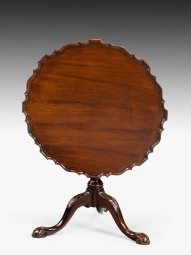 Finely Carved Chippendale Style Mahogany Pie-Crust Tilt Table