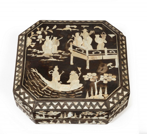 Early 20th Century Oriental Supper Box Inlaid with Mother of Pearl