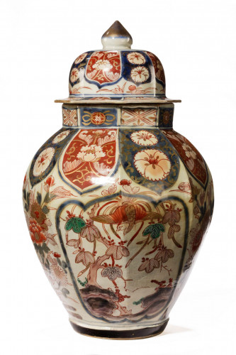 Late 19th Century Arita Octagonal Vase Retaining the Original Shaped Lid