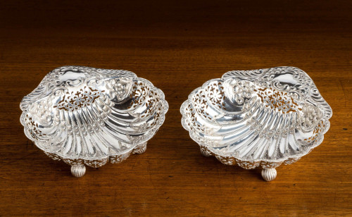 An Extremely Pretty Pair of Edwardian Silver Shell Dishes