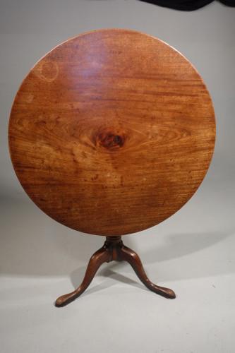 A Very Good Quality George III Period Tripod Tilt Table