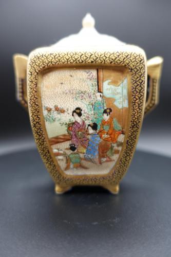 A Very Fine Early 20th Century Kutani Covered Miniature Sugar Bowl