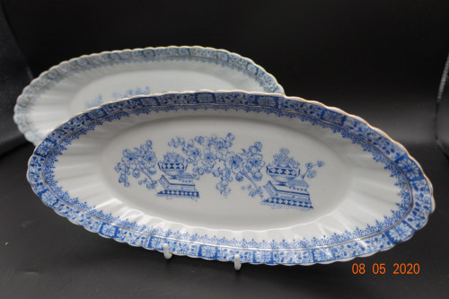A Pair of  Early 20th Century Porcelain Serving Dishes
