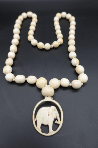 A Beautifully Turned Set of Early 20th Century Ivory Beads
