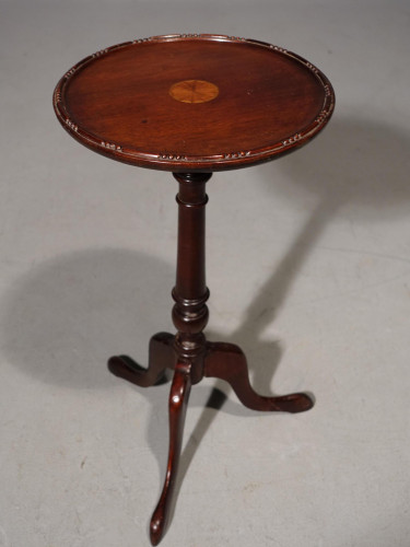 An Pretty Early 20th Century Mahogany Wine Table