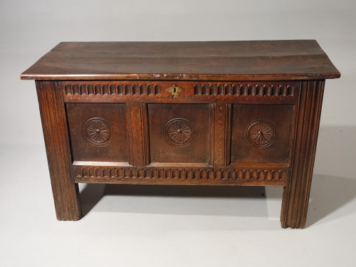 A Well Patinated Early 18th Century Oak Kist
