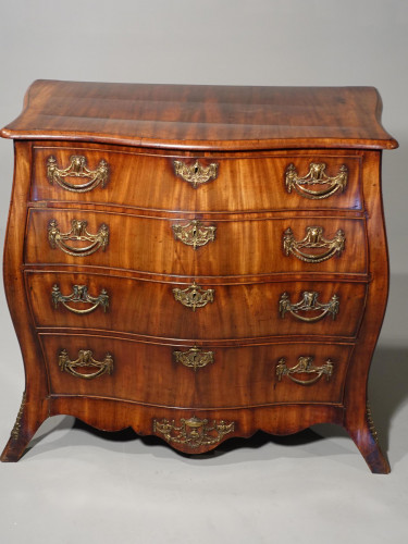 A Finely Figured Late 18th Century  North European Bombay Commode