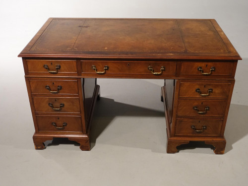An Attractive Early 20th Century Three-Section Pedestal Desk