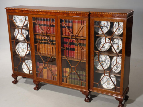 A Very Good Quality Early 20th Century  Mahogany Dwarf Breakfront Bookcase