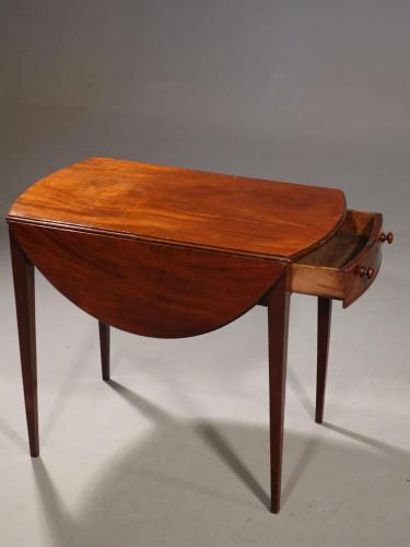 A Good George III Period Oval Mahogany Pembroke Table