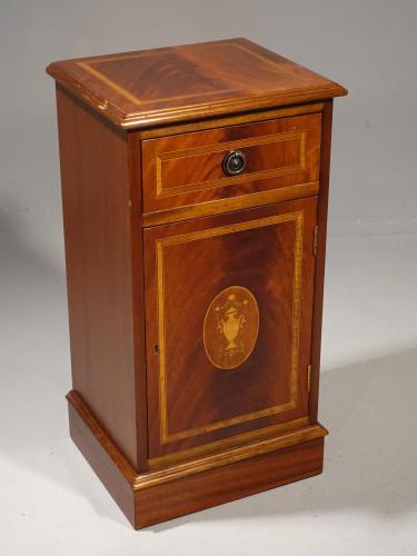 A Pretty Edwardian Period Mahogany Pedestal Cupboard