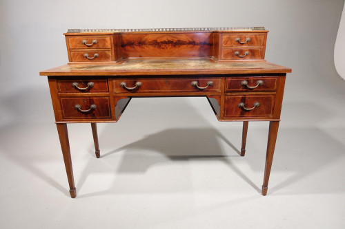 An Early 20th Century Fine Quality Writing Table.