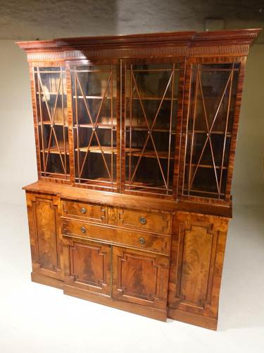An Early 20th Century Mahogany Breakfront Bookcase of the Finest Quality