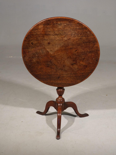An Elegant George III Period Occasional Tilt Table