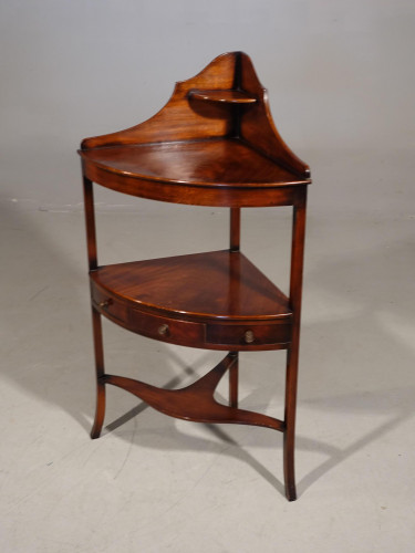 An Early 20th Century Corner Wash Stand in the Georgian Manner