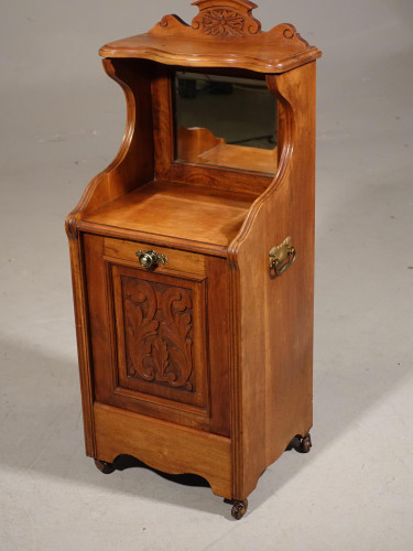 A Late Victorian Walnut Purdonium