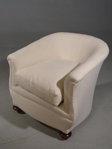An attractive Early 20th Century Horseshoe Shaped Drawing Room Chair
