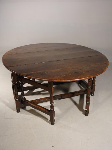A Good and Unusual Early 18th Century 8 Seater Gateleg Table