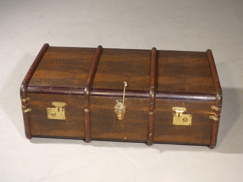 An Attractive Early 20th Century Embossed Travelling Case