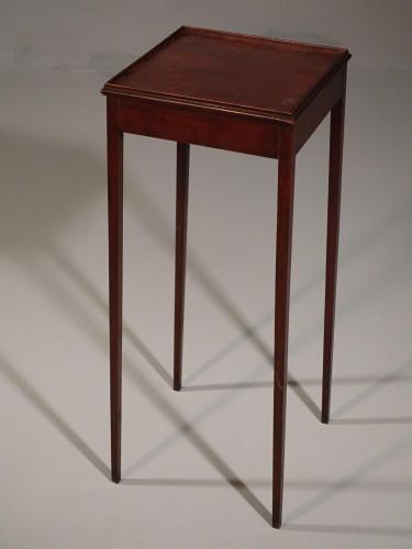 A Very Good George III Period Mahogany Urn Stand