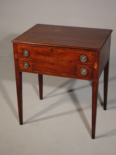 A Neat George III Period Mahogany Dressing Table