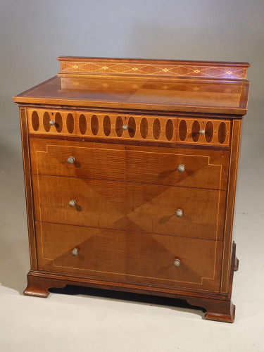A Very Good Mid 20th Century Fiddle Mahogany Chest of Drawers