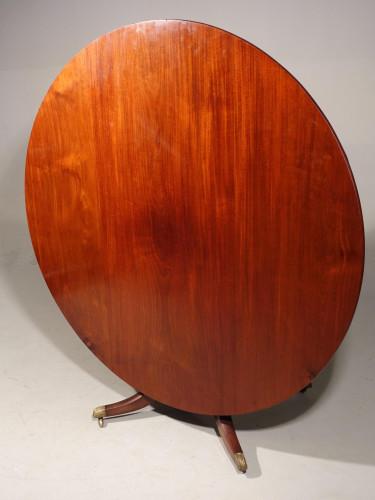 A Beautifully Figured 6-8 Seat George III Period Circular Table