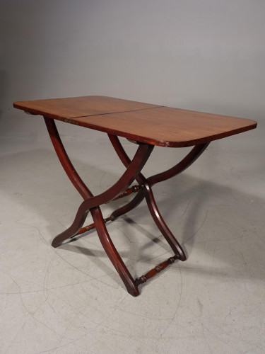 An Attractive 19th Century Coaching Table