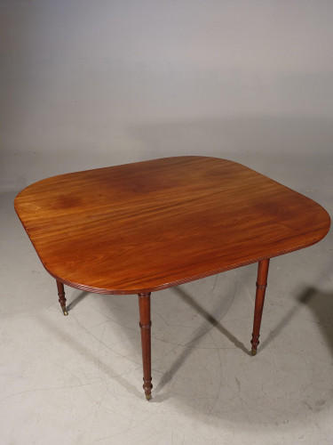 A Good George III Period Mahogany Entertaining Table